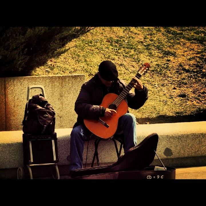 street musicians in Madrid 的圖片結果