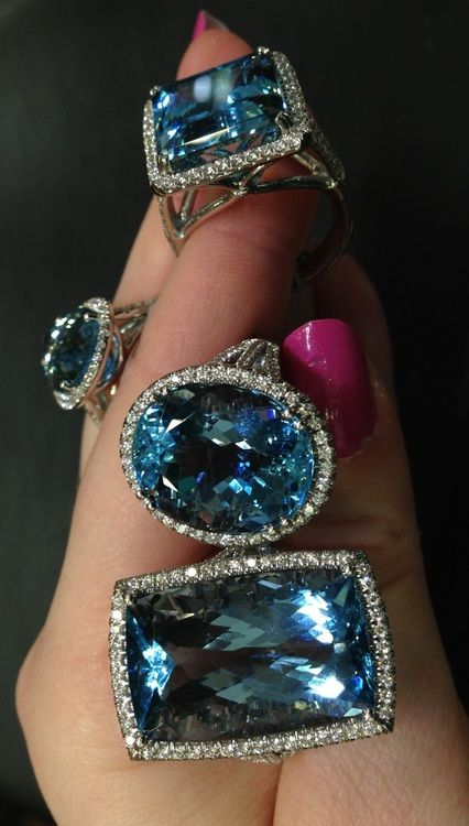 Akvamarin och diamantringar av Coast Diamond.  Via diamanter i biblioteket.