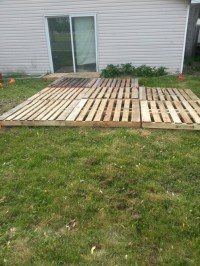 Pallet deck/ patio | Temporary back deck ideas | Pinterest