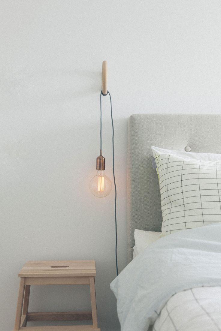 Kies je favo kleur snoer + lichtbron en creëer je eigen armatuur aan de wand. Weer eens iets anders dan het geijkte nachtlampje ♡ MD ++