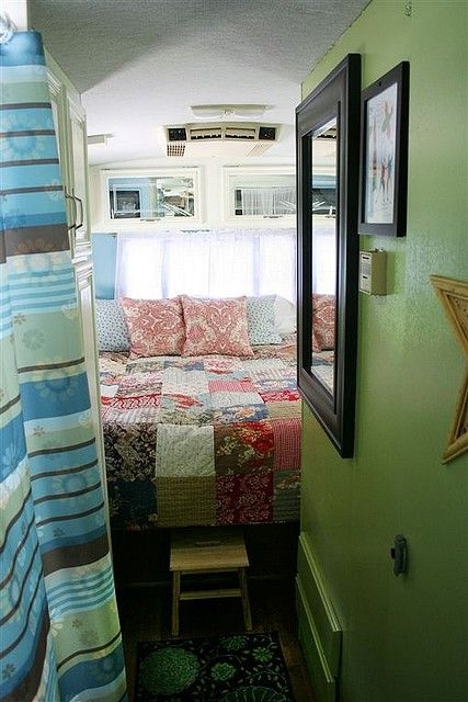 Gypsy Living Traveling In Style| Serafini Amelia| Gypsy Travel Trailer| Fly Away Vintage: Quilt Love