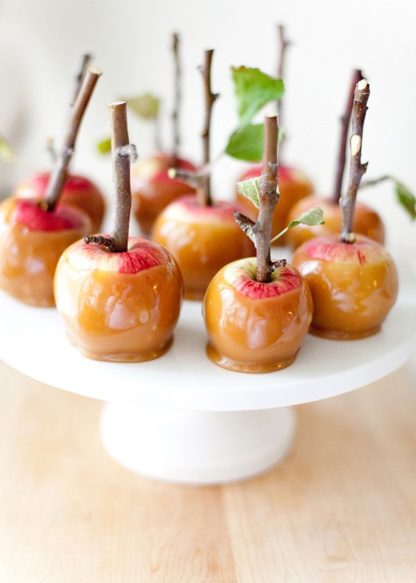Halloween evil queen carmel apples!