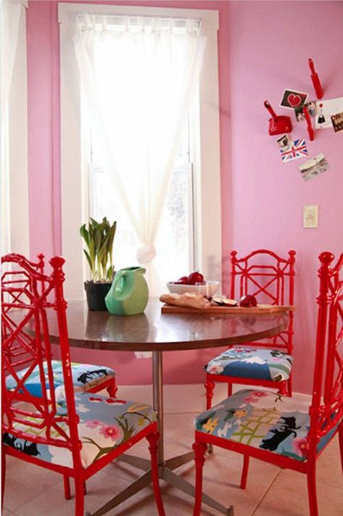 pinkandreddiningroom