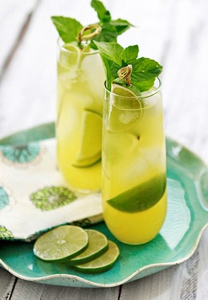 Pineapple Limeade...add a shot of vodka..and this would be a perfect pool drink!