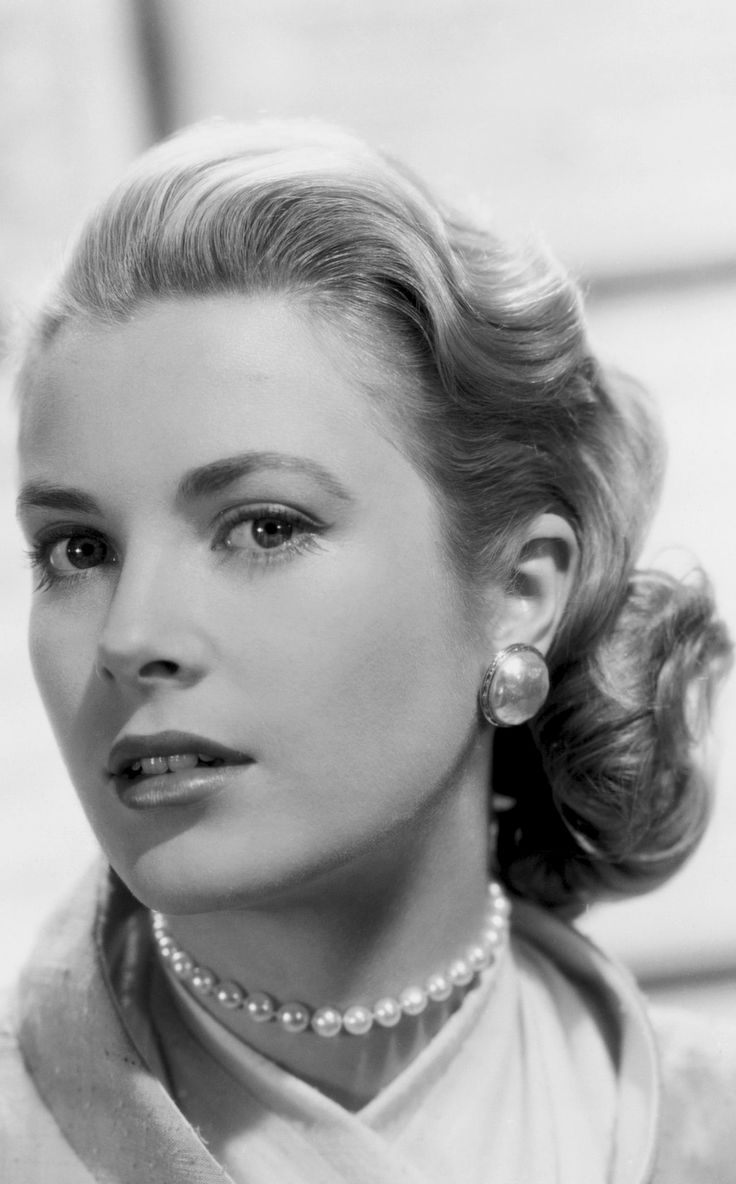 Grace Kelly - 'Rear Window' (Promotional shoot). http://media-cache-ec6.pinterest.com/550/a7/3d/62/a73d625ff9f3239d4708fc4223d13c9f.jpg