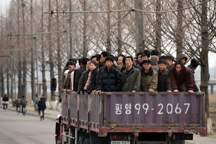 Lavoratori pendolari a Pyongyang.