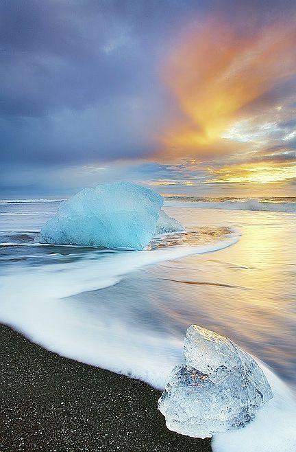Sunrise at Jökulsárlón Beach, South Coast, #Iceland