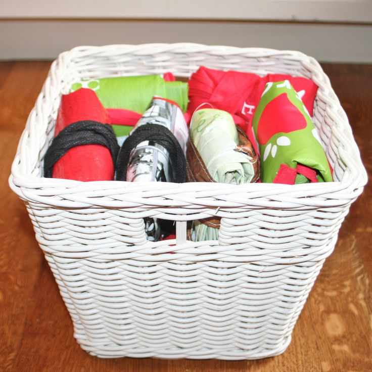 Here's a how-to for organizing your reusable shopping bag collection. You know you have so many now they are almost clutter!