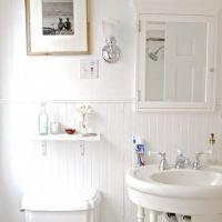 お宅拝見:白い屋根裏の家・インダストリアルな家具をインテリアに使うケース(プラス、マーサ・スチュワート)