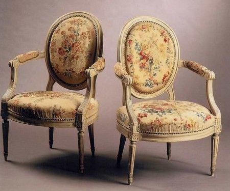Paire de fauteuils en cabriolet à dossier médaillon | Les Chroniques d'un Amateur professionnel
