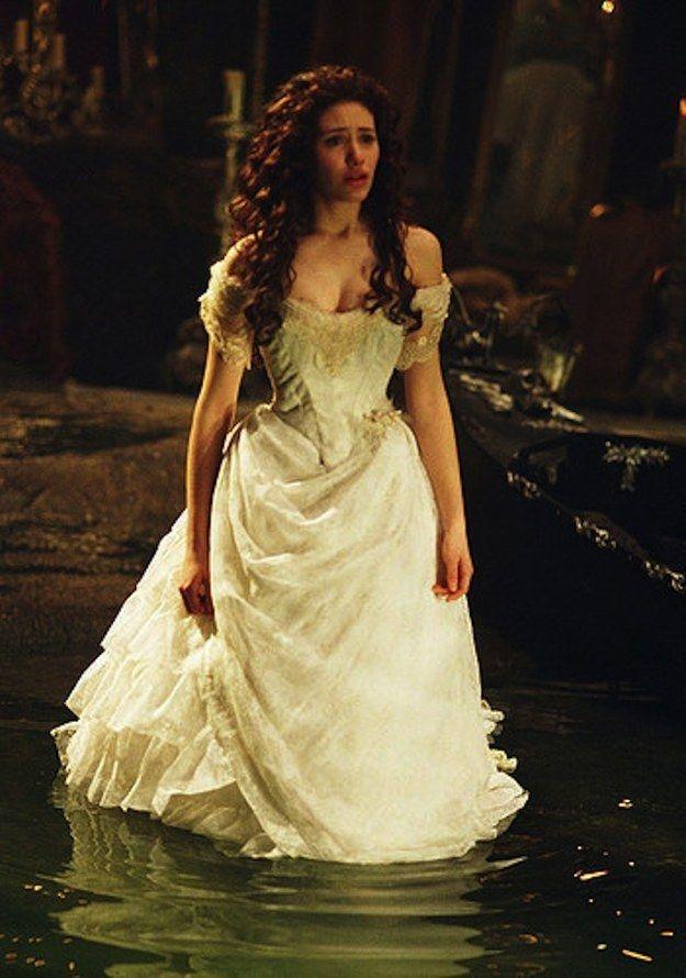 El fantasma de la ópera (2004) | 48 de los vestidos de boda más memorables de las películas