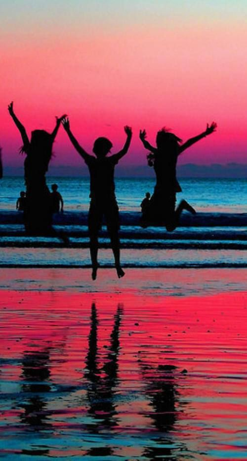Summer time is nearing! The perfect time to hang out with your besties on the beach, watching the sun go down, colours reflecting off the ocean, such a perfect day :*