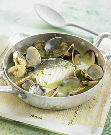 Cod with clams in a green sauce