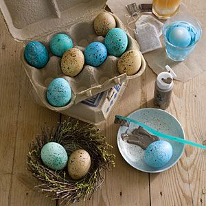How to make speckled eggs for easter / spring decorating, using tea stain for brown eggs & blue food colouring for the blue eggs.