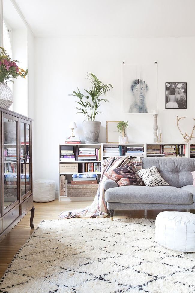 moroccan rug + grey sofa + over-stuffed book shelves