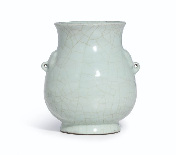 A fine guan-type vase, hu, 17th-18th century