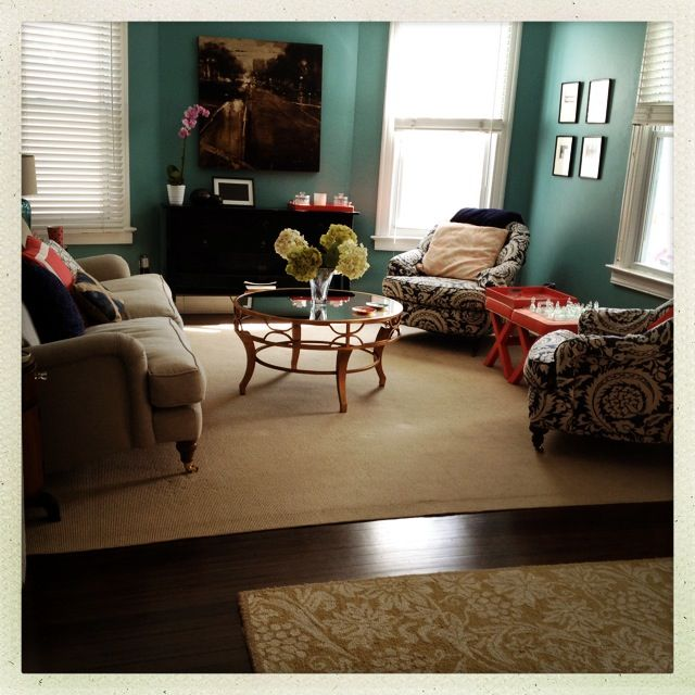 Teal, navy, coral living room.