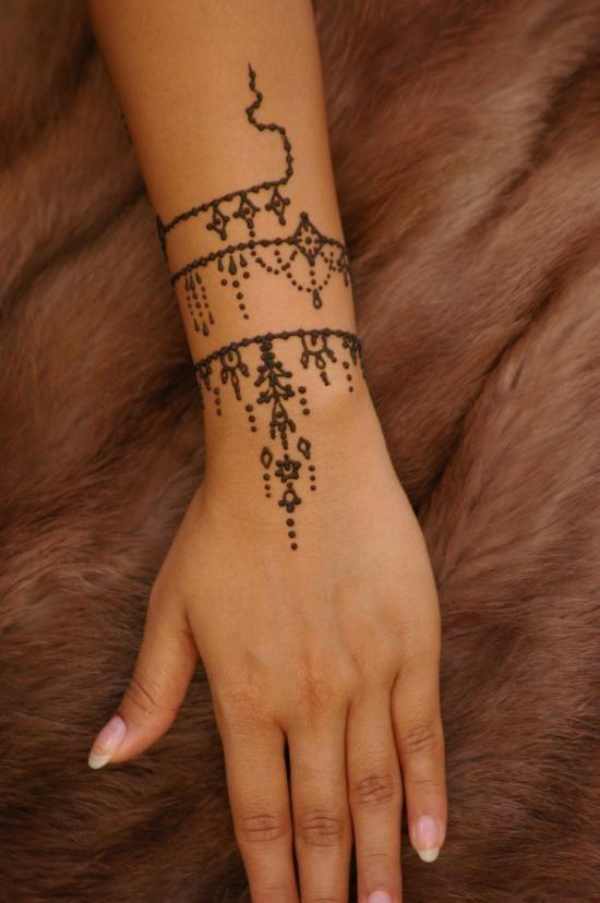 20 Dainty Bracelet Designs Henna Tattoos Ideas And Designs