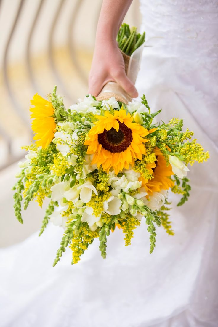Букет невесты с подсолнухом