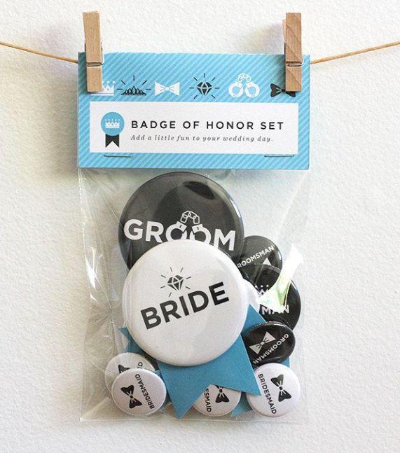 La idea linda para casar la ducha, cena de ensayo, etc Botón .: Wedding Party Set - Blue Sky.  $ 22.00 (a través de Etsy).
