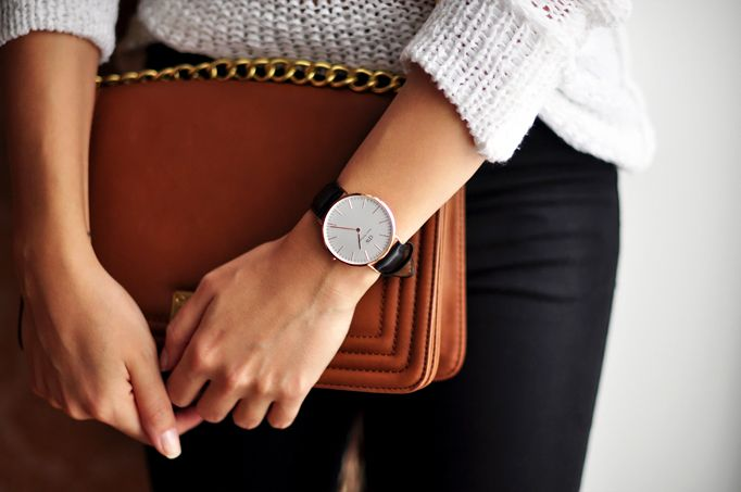 Simple watch and outfit. A great example of how you can wear the classic watch with a leather strap!