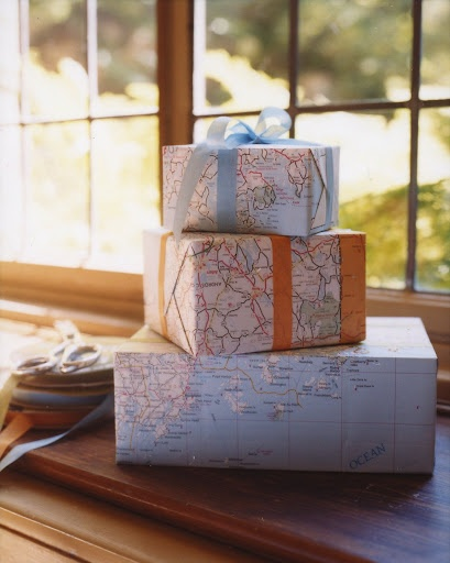 Several awesome ideas for using maps around the home! (Home Design with Kevin Sharkey - http://homedesign.marthastewart.com/2011/03/decorating-with-maps.html)
