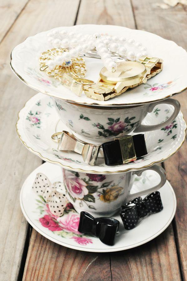 DIY: teacup jewelry stand
