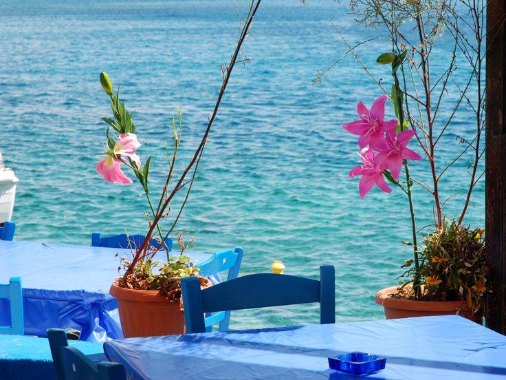 N E W Gastronomy on CreteTravel.com  Wish You Were Here! http://www.cretetravel.com/gastronomy_item/helios-restaurant-loutro/  #Helios #Restaurant #Loutro #Village #Cretan #Food #Seafood #Fish #CookedDishes #TheCreteYouAreLookingFor