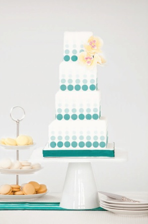 Super modern ombre wedding cake #ombrewedding #weddingdecor