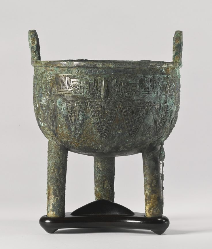 A bronze ritual food vessel (Ding), Late Shang Dynasty, 13 - 11th century BC.