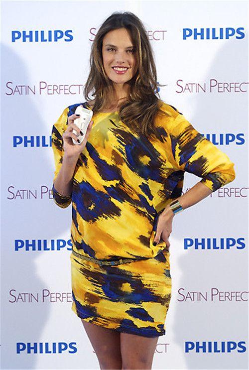 Alessandra Ambrosio Blumenmuster Abendkleid kurz in gelb und blau