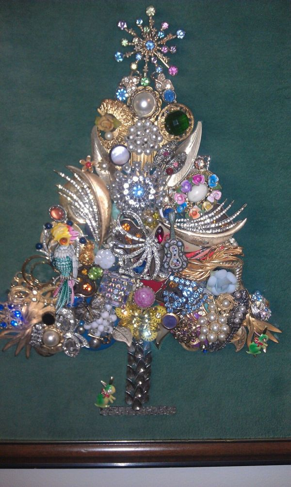 Christmas Tree Pin Brooches Costume Jewelry