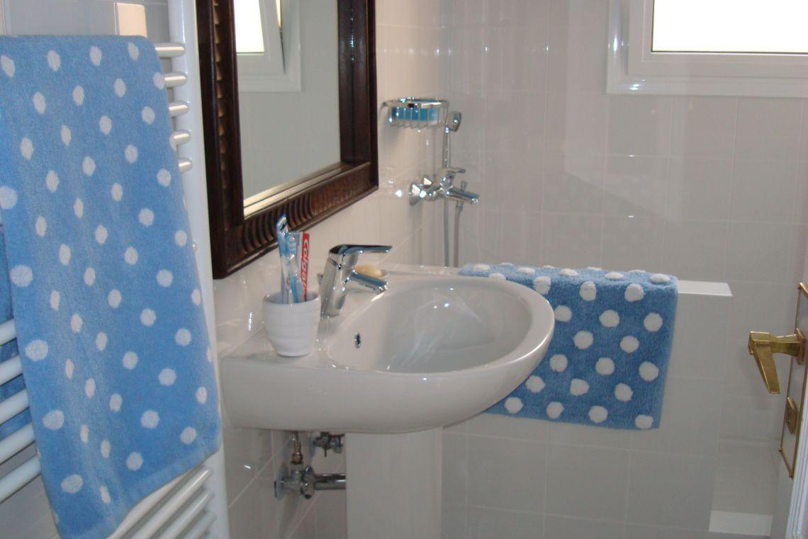 small bathroom | bathrooms | Pinterest