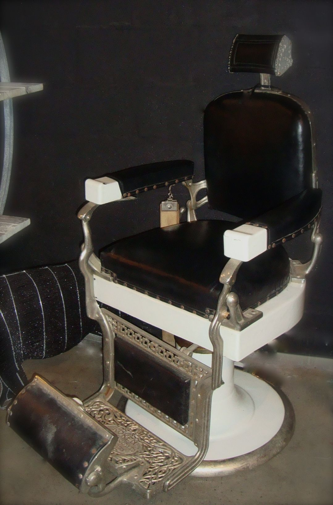 Old School Barber Chair Old Barbers Chair Antique Barber Chair Antiques Pinterest