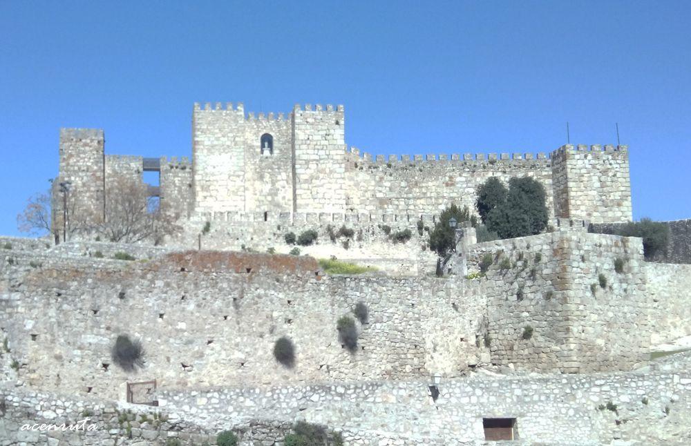 Trujillo. Vista frontal de la Alcazaba