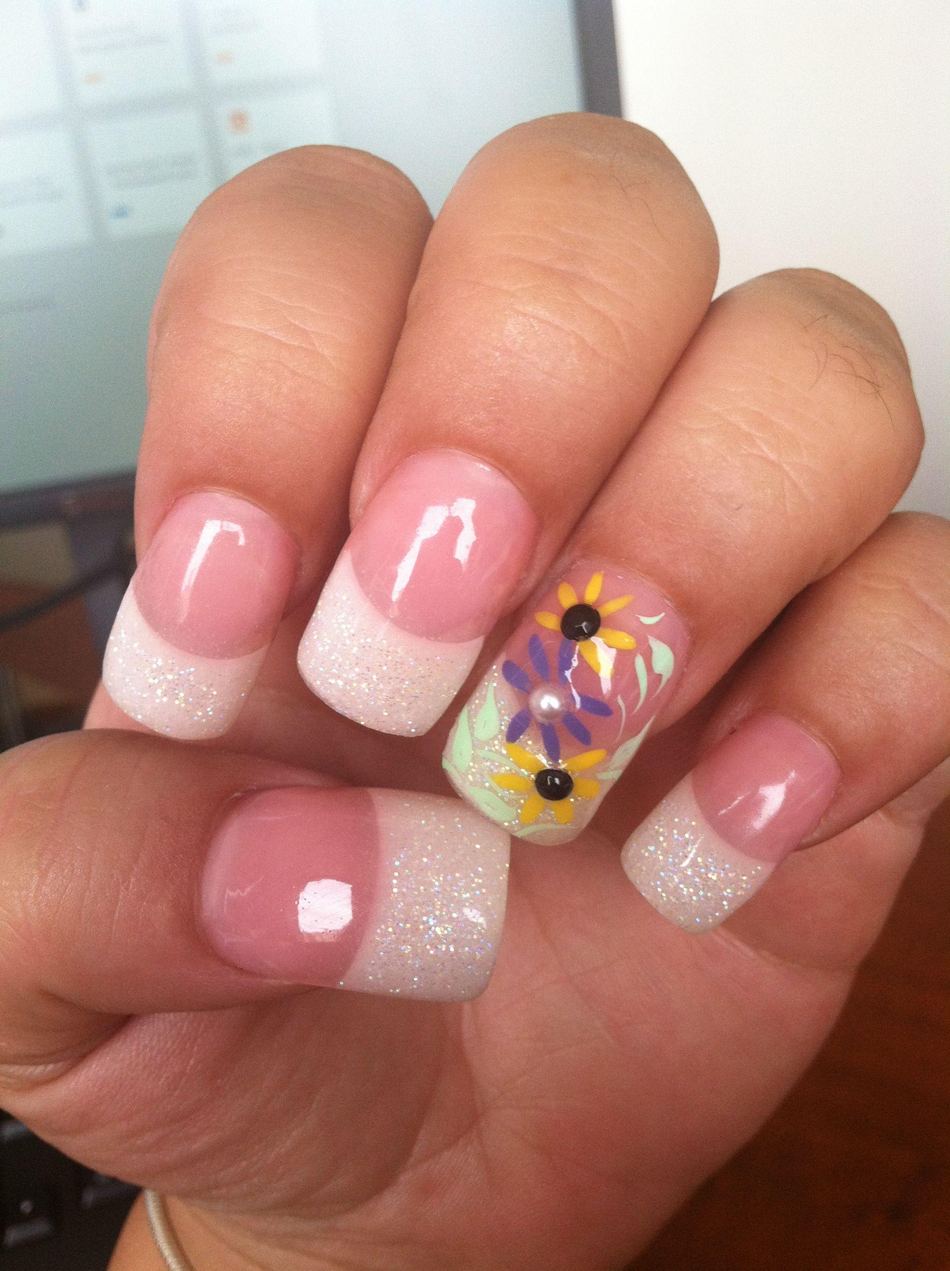 Daisy Nail Design