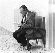 """""""E' intervenuto l'evento che voi sapete, gravissimo per tutti: gravissimo per la Sicilia, gravissimo per l'intera nazione, gravissimo vorrei dire senza tema di esagerare per il mondo intero.   Nel pensare un istante a quei momenti così tragici che ho personalmente vissuto raccogliendo financo qui, fra le mie braccia, gli ultimi respiri di Giovanni Falcone, pensai che si trattasse di un appuntamento rinviato"""".   Paolo Borsellino. Roma, 28 maggio 1992"""