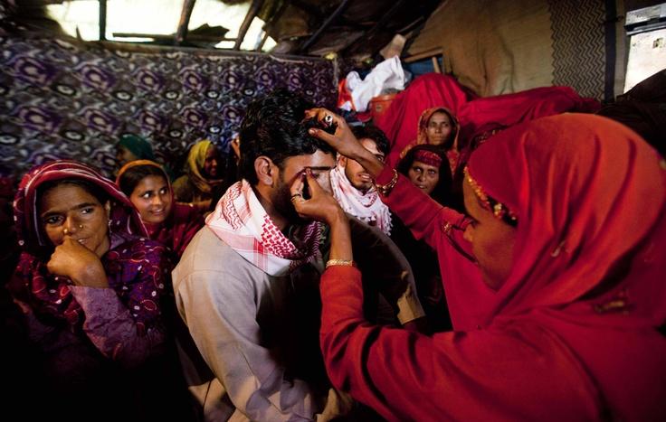 Nomadi della Tribù Bakarwal SI preparano per Un matrimonio, Vicino A Srinagar, in India.  (Dar Yasin, Ap / Lapresse)