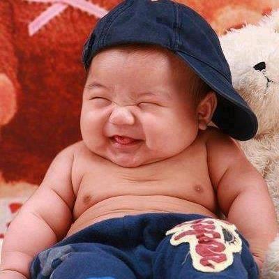 Bebé gracioso, fotografía de bebé riéndose