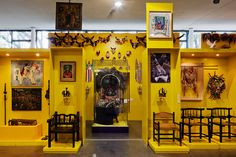 With a collection of more than six thousand works and a library of about 12,000 titles, Afro Brasil Museum presents the contributions of African descendants to the formation of national identity.  Free on Thursdays and Saturdays.