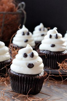 Halloween Cupcakes - Cupcake Daily Blog - Best Cupcake Recipes .. one happy bite at a time! Chocolate cupcake recipes, cupcakes