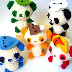 Amigurumi mascots in the same color as Olympics rings