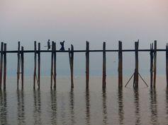 Myanmar - Birmanie - Pont d'U Bein - Mandalay Le plus grand pont en tek du monde https://picsandtrips.wordpress.com/2014/03/25/mingalaba-burma/