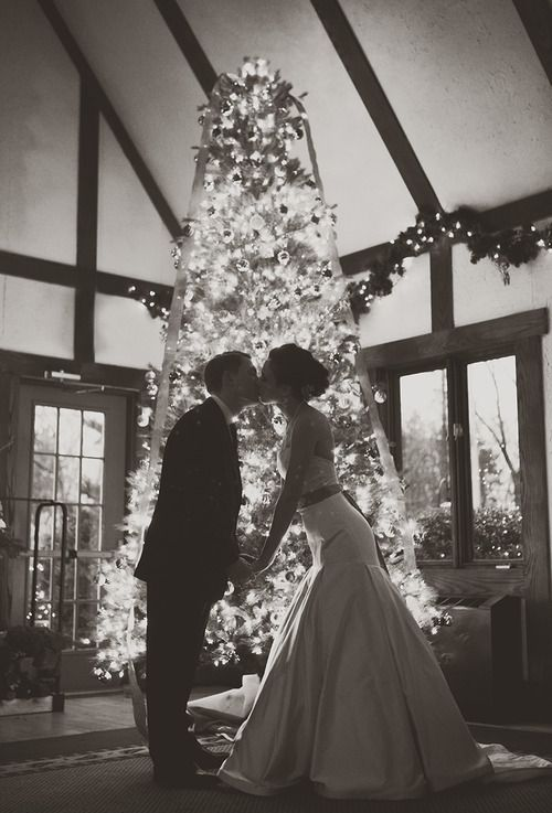 christmas wedding- love this for a picture! All the more reason I will do a winter wedding! #christmaswedding #wedding #weddingthemes #holidaytheme #christmas #redandgreenwedding #christmasdecor