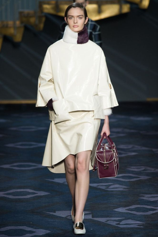 fall 2014 colours trend white burgundy, tod's, turtleneck white coat, burgundy tod's bag