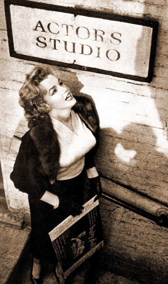 Great shot of Marilyn.. Not the usual boring poses..