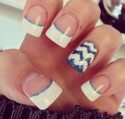 blue and white acrylic nails