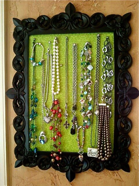 Jewelry organizing: interesting picture frame with cork/color