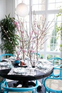love the branches and bright blue chairs