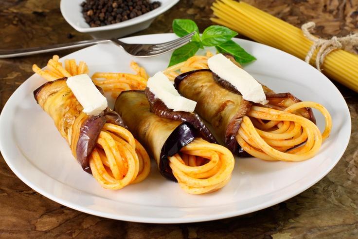 Espaguetis con berenjena y queso mozzarella, perfecta para vegetarianos - Recetín